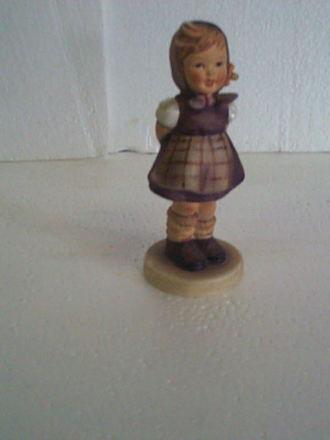 11: Hummel figurine #258 - trademark 4 - three-line mar