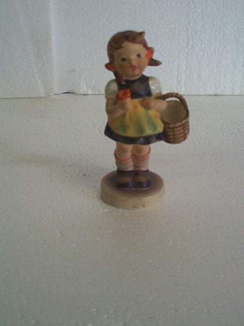 13: Hummel figurine #98/2/0 - trademark 4 - three-line