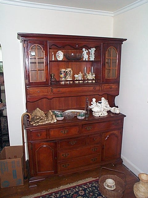 967: Cherry 2-piece hutch, Local delivery available wit