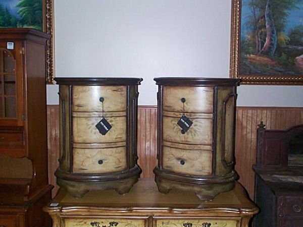 891: pair of paint-decorated nightstands. Local deliver