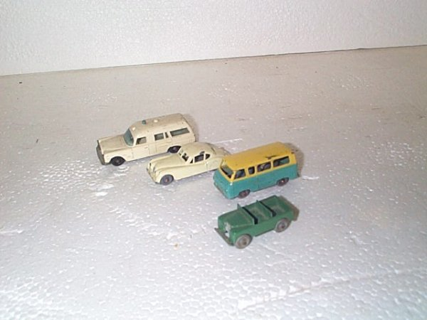 509: Lot of 4 vintage Matchbox cars including army jeep