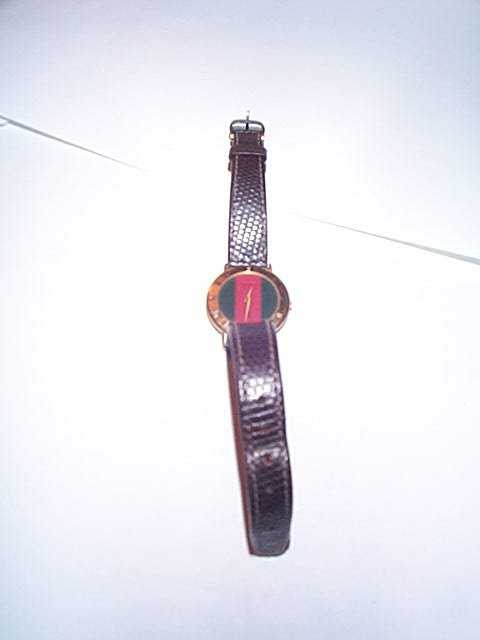1f49077ac07 835  signed Gucci ladies watch serial number 3001 L wit