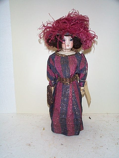 "710: 18"" French fashion lady doll, with closed month an"