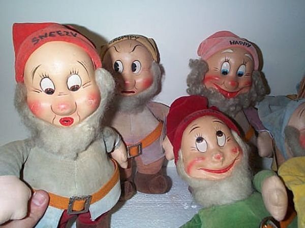 836: lot of 7 hand painted felt dwarf dolls in very goo
