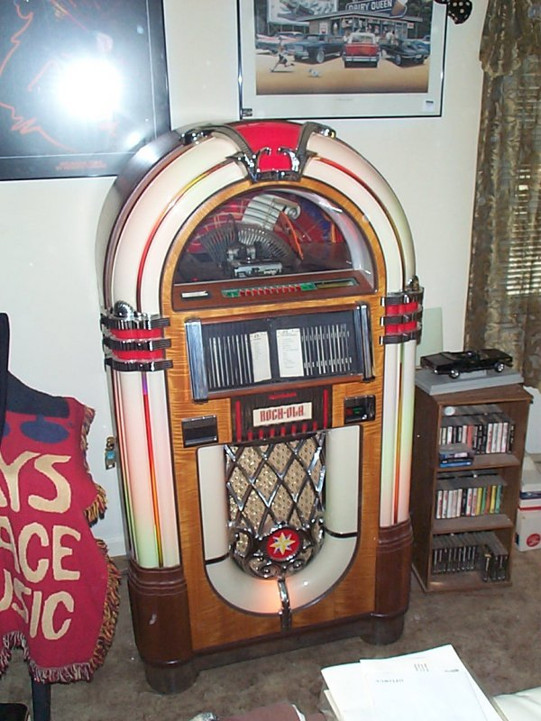 521: Coin-operated jukebox, by Antique Apparatus, Rock-