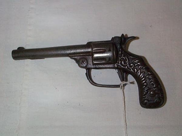 5: 1904 Kenton two star cap gun, measures 6 1/2 in., in