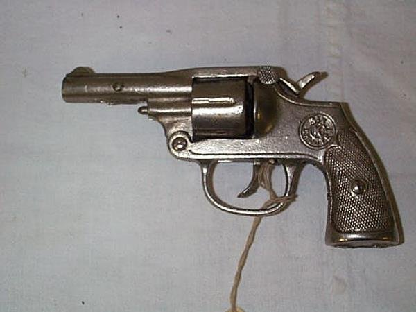 7: 1930's Kilgore six shooter cap gun, measures 6 in.,