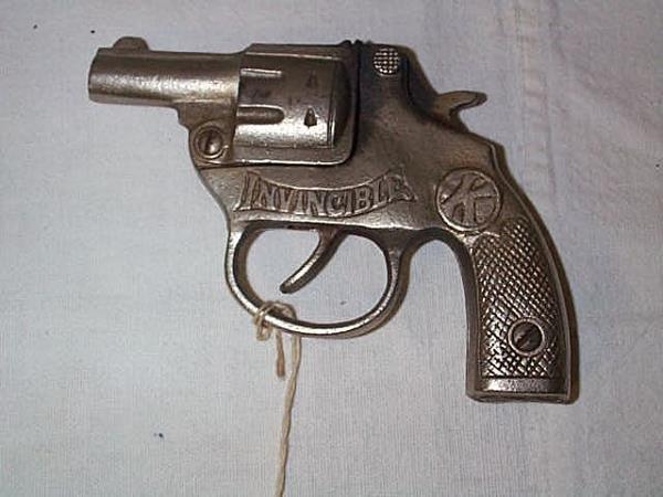 8: 1930's Kilgore invincible cap gun, measures 5 in., i