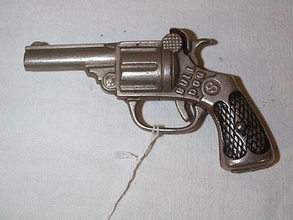 10: 1920's Kenton bulldog cap gun, measures 5 in., in g