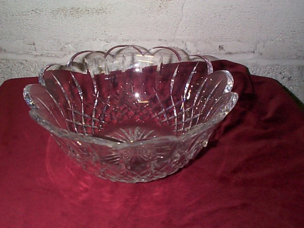 367: signed Waterford crystal bowl measures 9 inches in