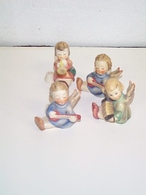 13: Lot of four Hummel figurines number # 1/39/0 Tradem