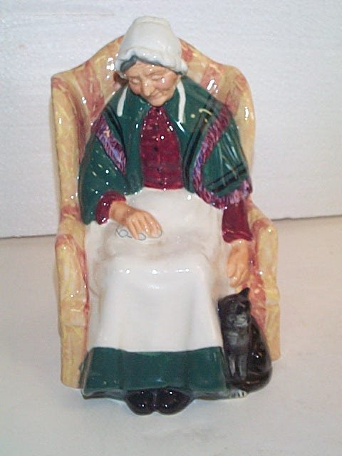 13E: Royal Doulton figurine HN # 1974  Forty Winks  Mea