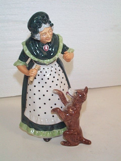 13G: Royal Doulton figurine  HN # 2314  Old Mother Hubb