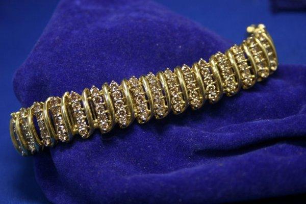 "237E: 10k YG Diamond Bracelet; 150D = 10.0ct; 7"" long;"