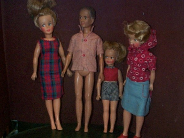 """851: Lot of ( 4 ) vintage Ideal dolls including 9"""" tall"""