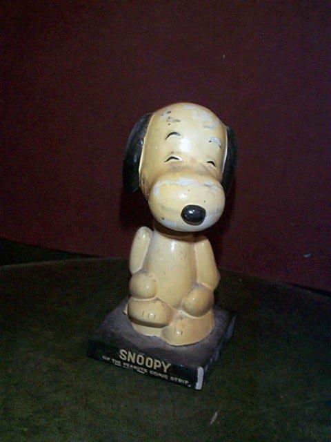 865: Snoopy of the Peanuts comic strip vintage nodder