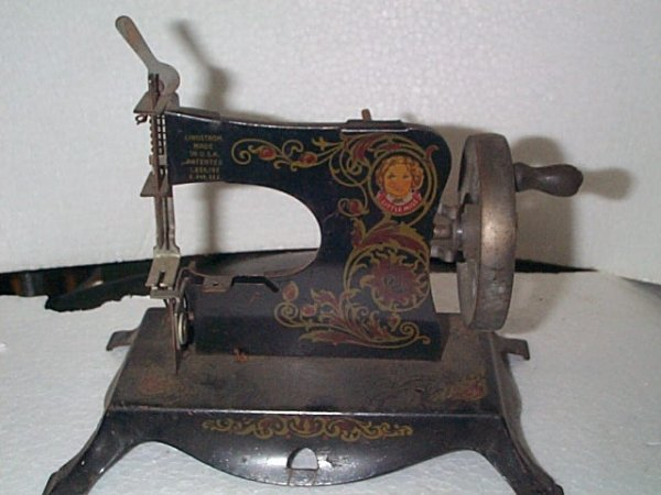 938: Lindstrom Made Little Miss Sewing Machine  Measure