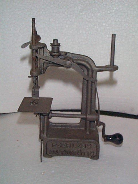 941: Miniature Antique Sewing Machine  Peerless Automat