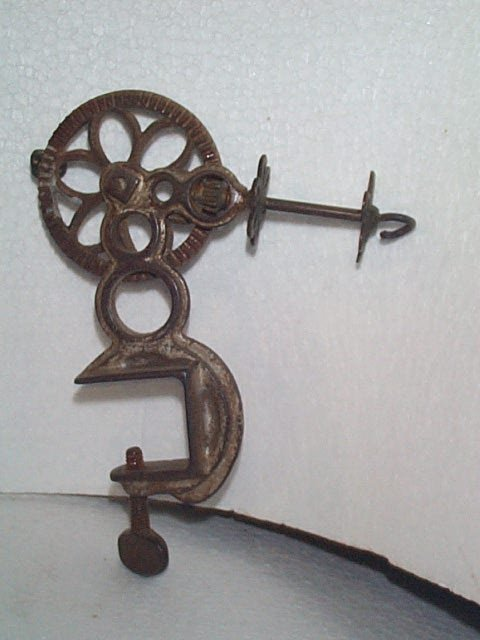 946: Victorian Clamp on Sewing Thread Winder  Measures