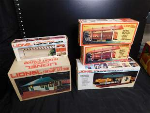 Group Lot of Lionel O Gauge Structures and Accessories
