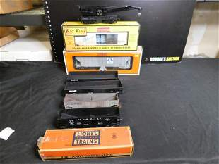 Lot of 7 Train Cars including Lionel and MTH
