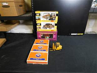 Lot of Train Cars, Vehicles and Accessories