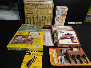 Lot of 10 HO Scale Train Accessories