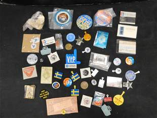 1964 New York World's Fair Lot of Buttons, Pins and
