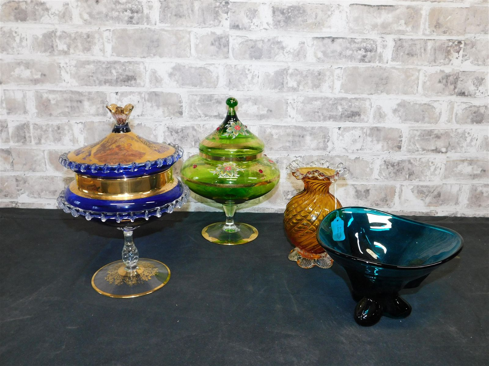 Lot with Art Glass Bowls and Venetian Glass Candy