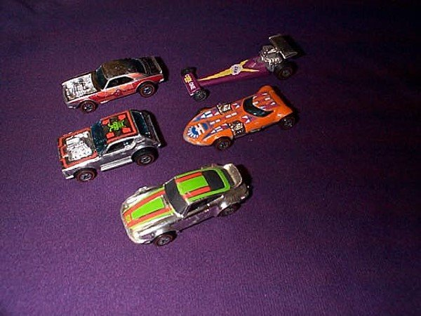11: A lot of 5 Hot Wheels cars including: P-911, Twin M