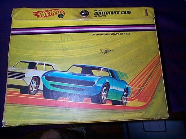 18: Hot Wheels 24 collectors case by Mattel. With 24 ad