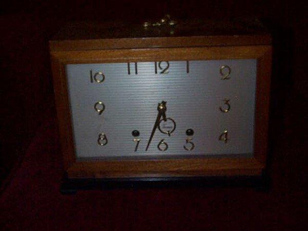 28: Seth Thomas Art-Deco mantle clock. Model #E515-003