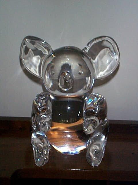 "98O: Steuben Art Glass panda bear figurine, Measures 8"""