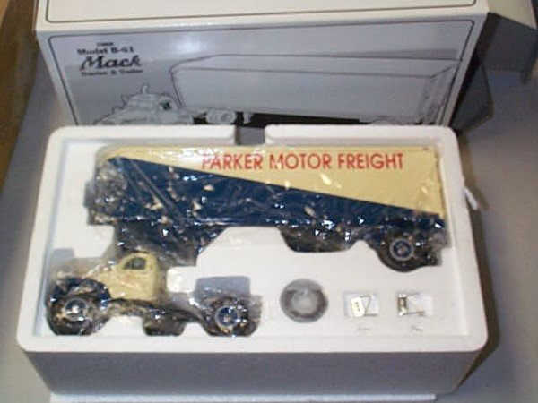 555: First Gear Diecast Collectible 1960 Model B61 Mack