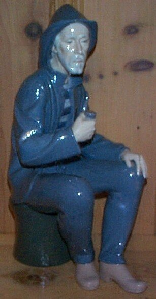 3: Nao figurine depicting a sailor seated smoking a pip