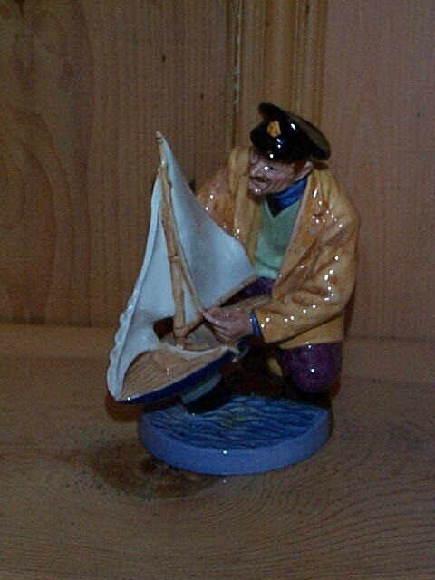 12: Royal Doulton Figurine Sailor's Holiday HN 2442, me