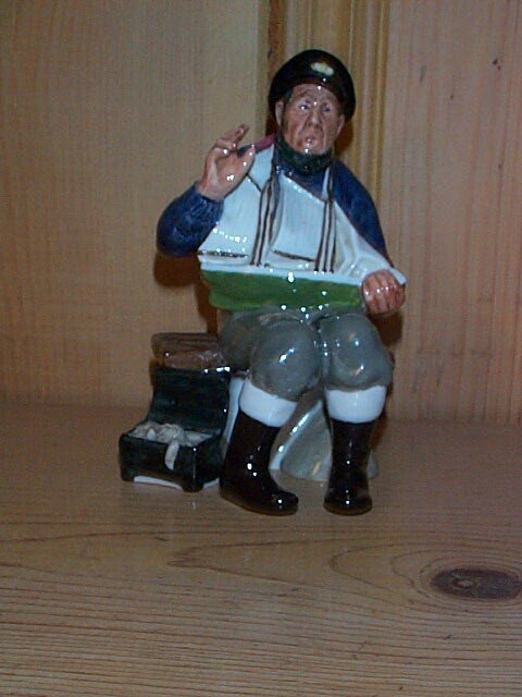 17: Royal Doulton figurine Tall Story HN 2248, measures
