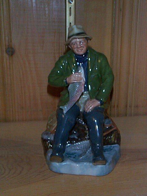 20: Royal Doulton figurine A Good Catch HN 2258, measur