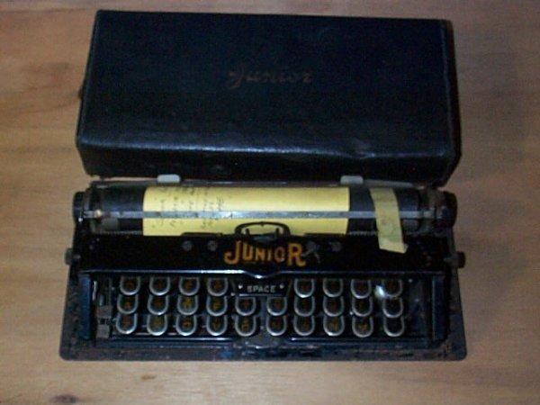 1004: Junior Portable Typewriter in travelling case. Ke