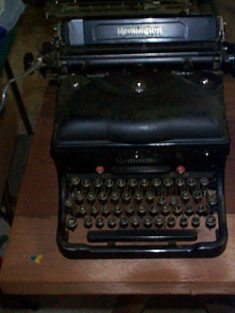 1012: Remington Typewriter; In good condition and worki