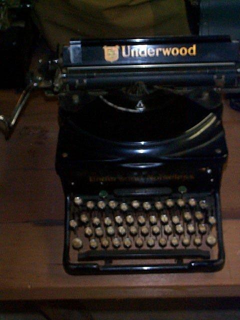 1013: Underwood Noiseless Typewriter; In good condition