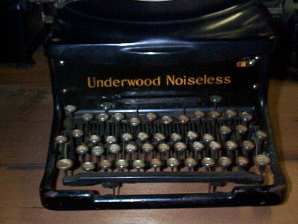 1013: Underwood Noiseless Typewriter; In good condition - 2