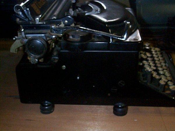 1013: Underwood Noiseless Typewriter; In good condition - 3