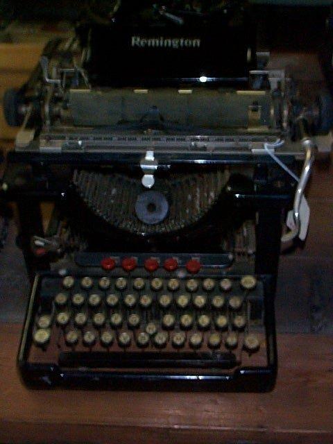 1015: Remington Typewriter in good condition keys work,