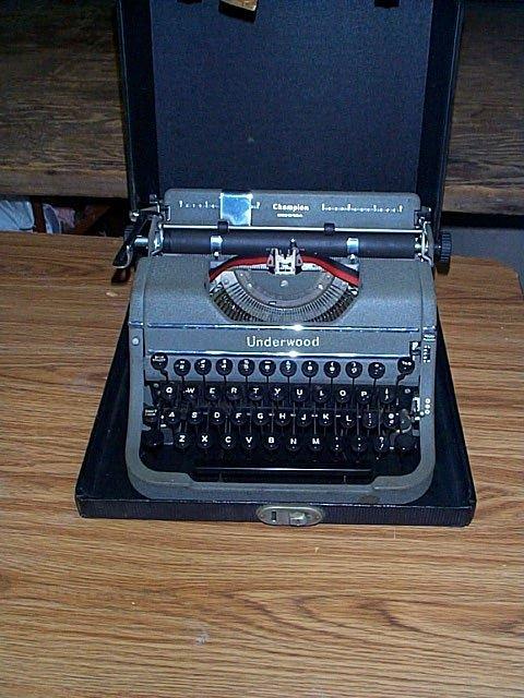 1015B: Underwood Champion typewriter with case