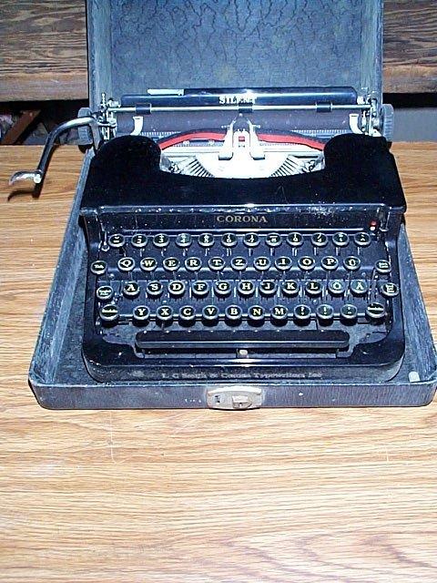 1015C: Corona Silent typewriter with case