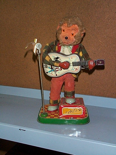 1510: Battery Operated Toy Monkey Playing Guitar with C