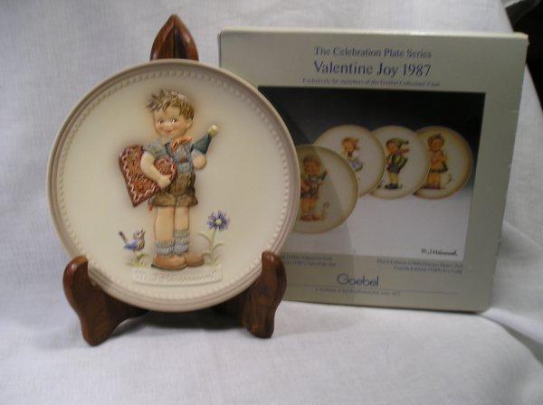 39G: Goebel Collectors Club Hummel Plate Valentine Joy