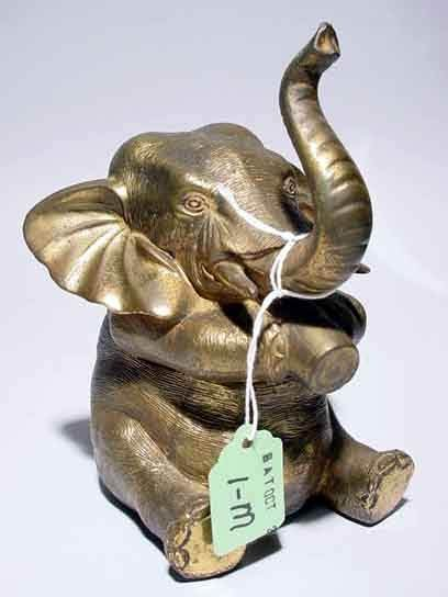 1M: BRASS PLATED METAL HINGED ELEPHANT FIGURED BOX