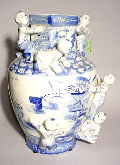 1S: ORIENTAL BLUE AND WHITE DECORATED PORCELAIN VASE